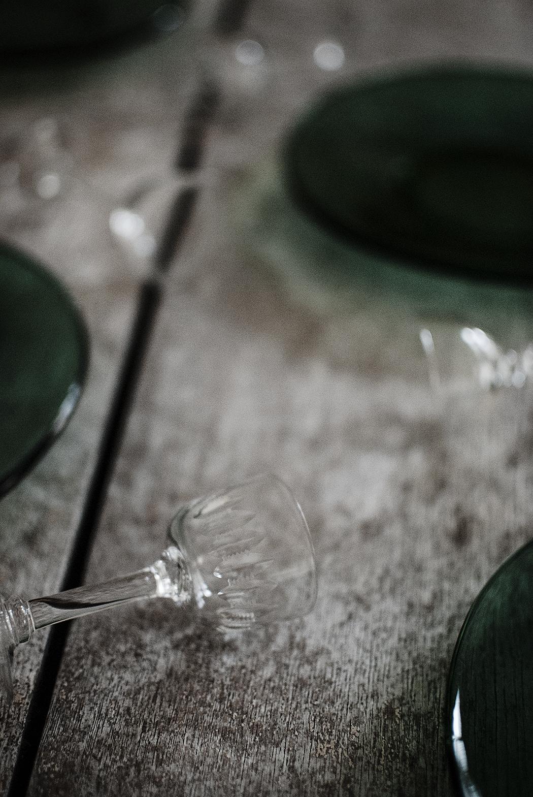 secondhand – tallrikar och snapsglas