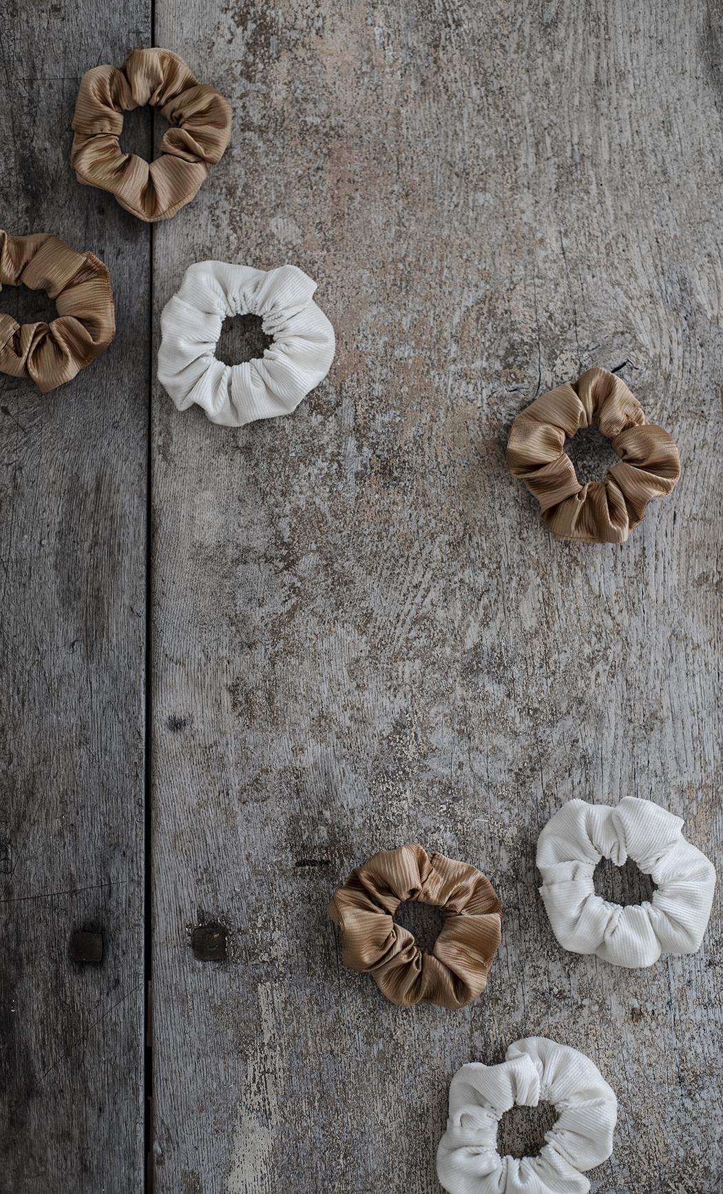 scrunchies i 100 % återanvänt material