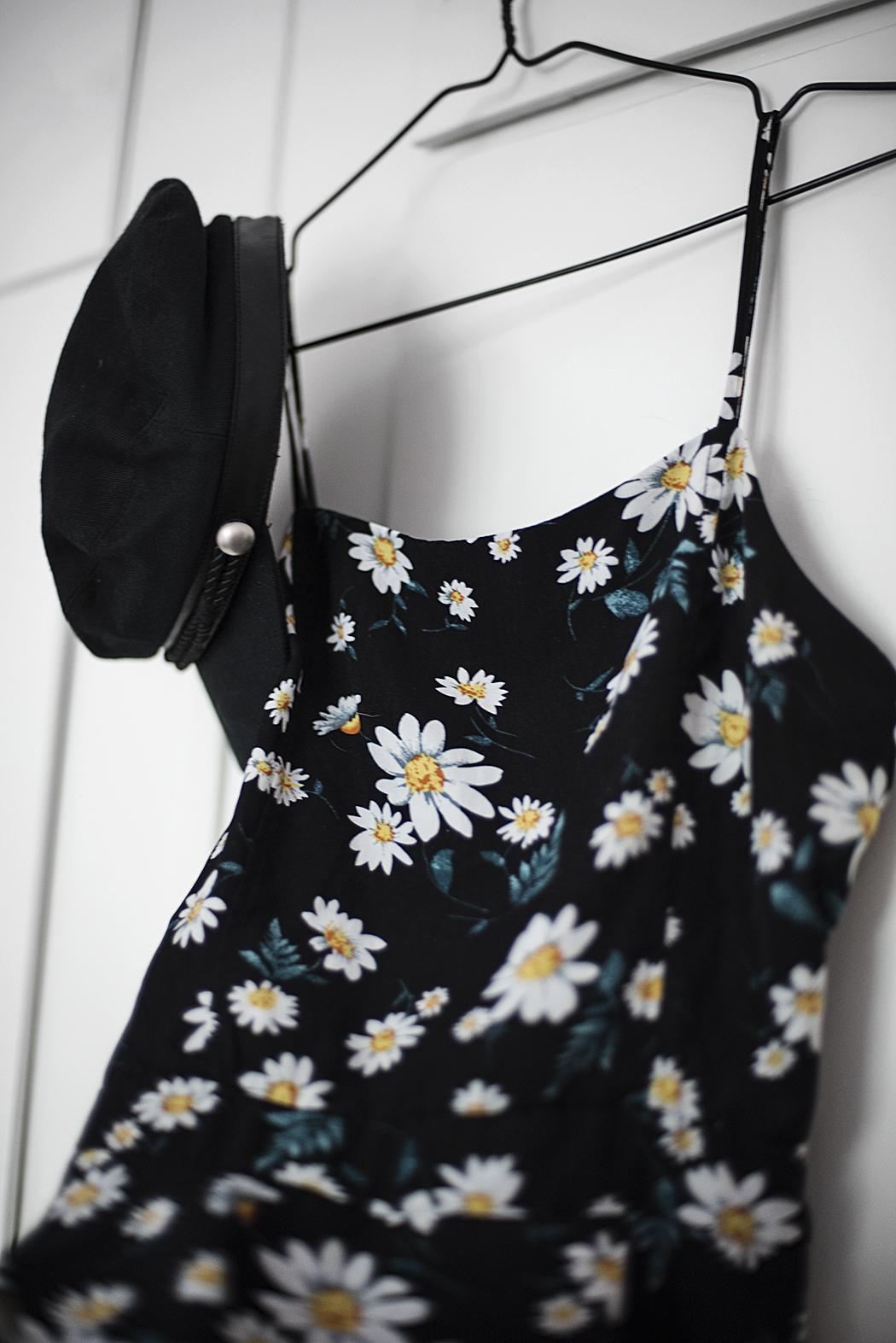 secondhand: klänning och vegamössa