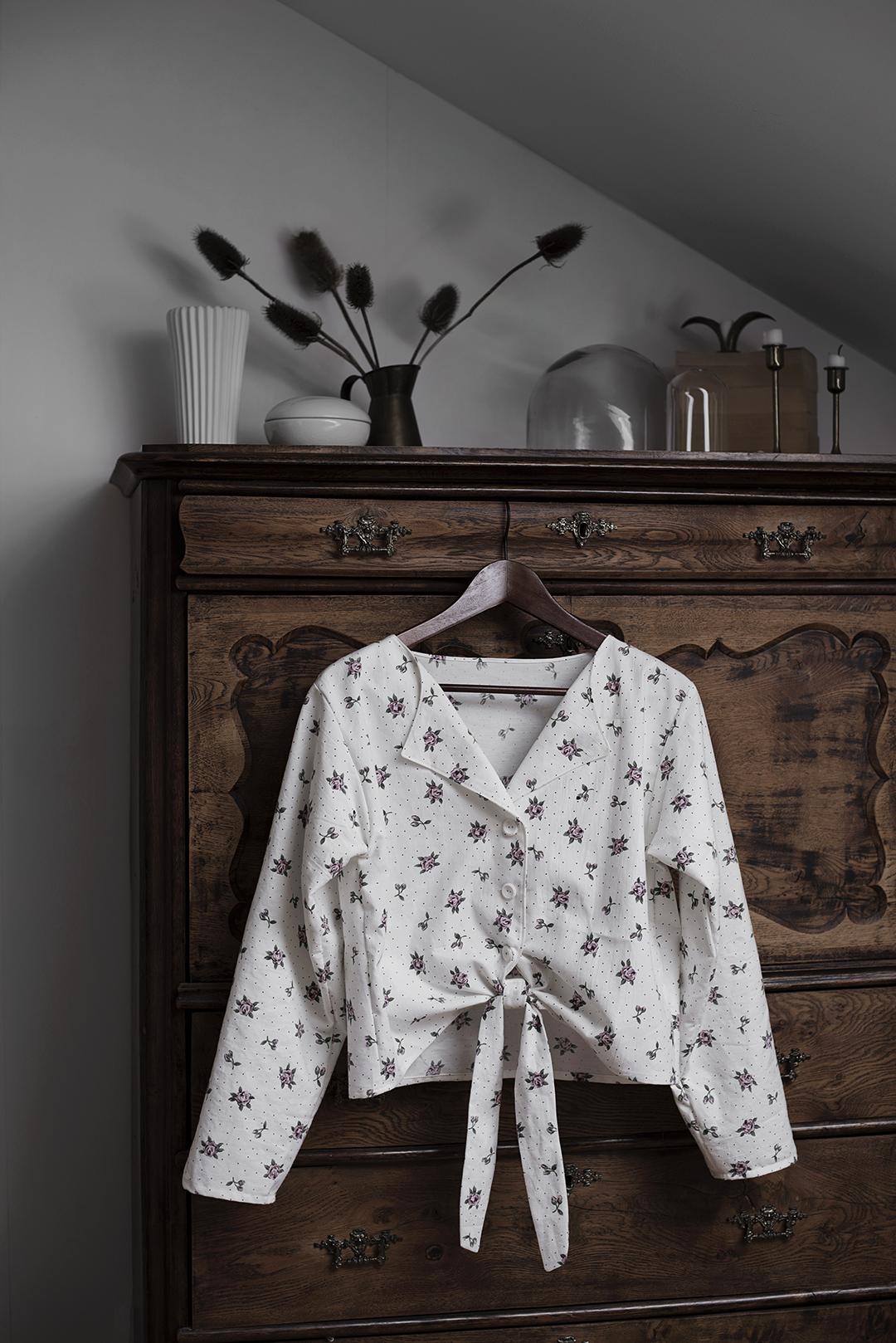 Knytskjorta av secondhandgardin